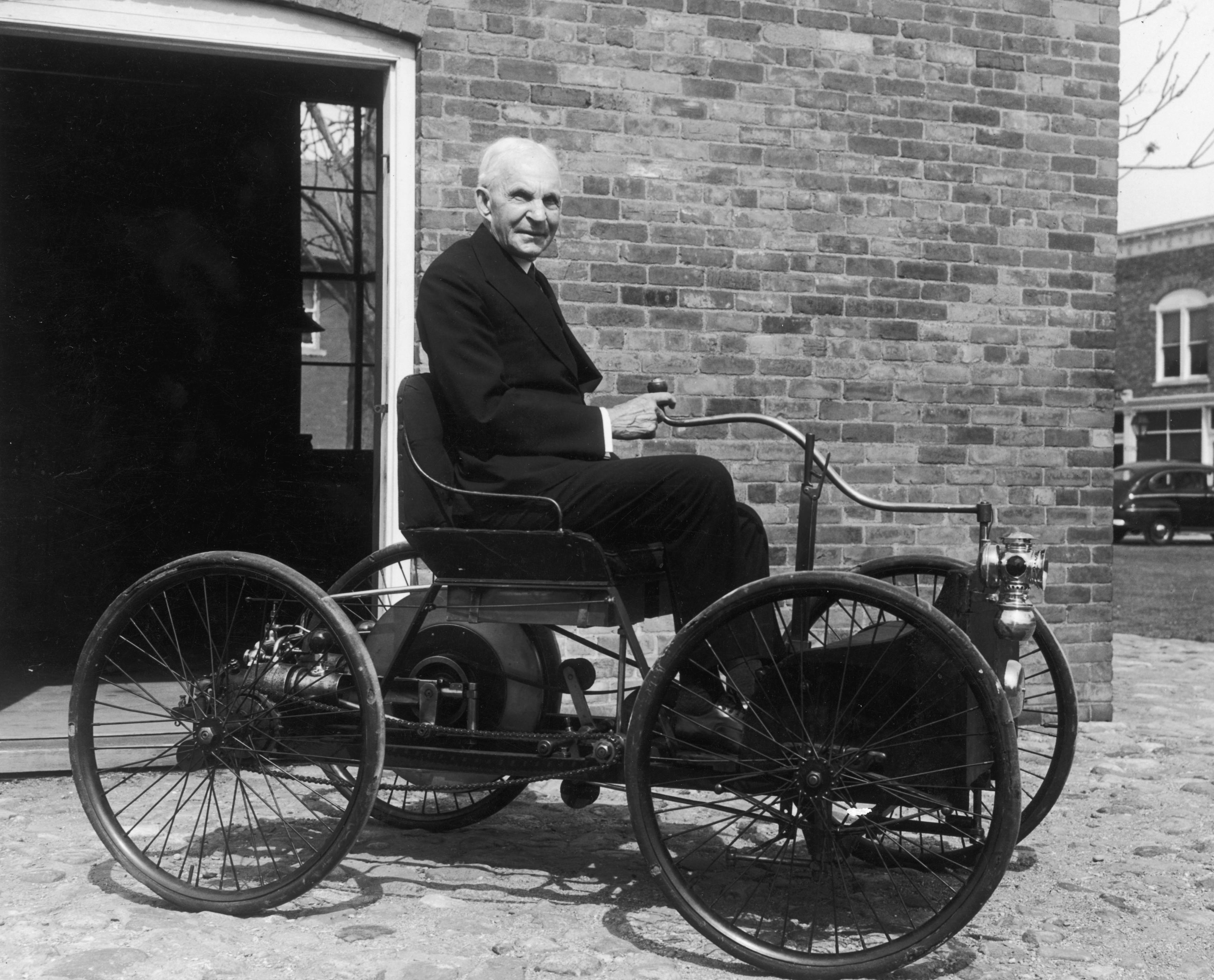 8 miliarderów, którzywybrali biznes zamiast studiów - Henry Ford (Ford)