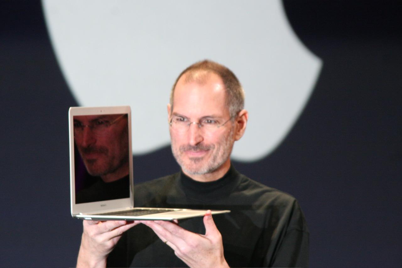 8 miliarderów, którzywybrali biznes zamiast studiów - Steve Jobs (Apple)