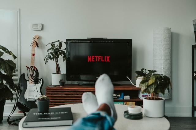 Netflix przykładem platformy łatwego dostarczania treści dla rozleniwionego człowieka